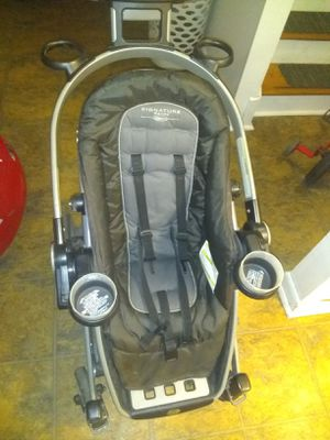 Graco front facing and rear-facing stroller. With infant attachments for a car seat.. head cover is broken still can be used. for Sale in Watervliet, NY