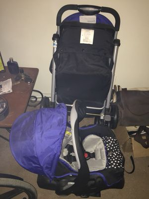 Car seat and stroller combo for Sale in Columbus, OH