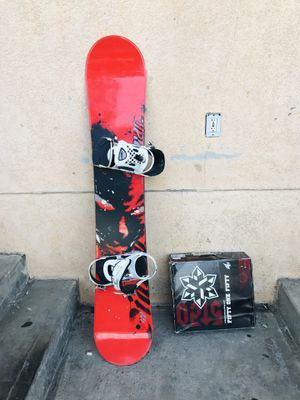 Men's snowboard 148 cm and boots size 9 for Sale in Los Angeles, CA