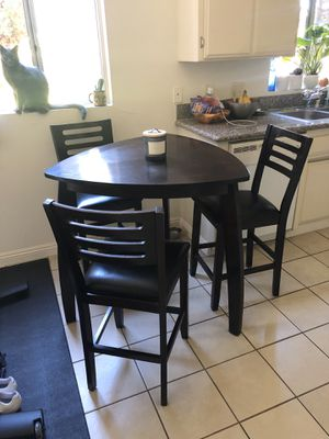 Dining Table & Chairs for Sale in Los Angeles, CA
