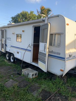 2002 — 27' RV Coachmen Captiva Ultra Lite for Sale in Carol City, FL
