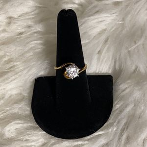 18K GOLD SIZE 8 RING for Sale in Mokena, IL