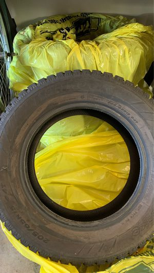 Hankook 205/65R15. 94t for Sale in Prineville, OR