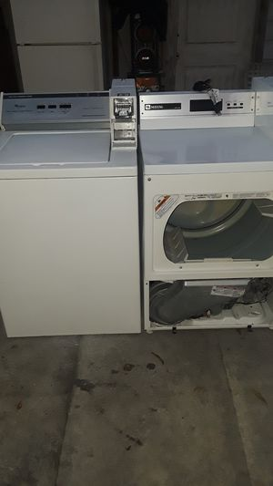 Whirlpool Heavy duty commercial washer semi New. & Maytag commercial dryer semi new as Well. Very good Conditions/myu buenas condiciones. SemiNew. for Sale in Los Angeles, CA