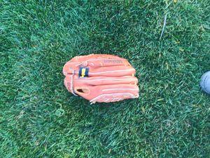 Baseball glove for Sale in Volo, IL