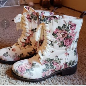 MukLuks Canvas Floral Lace up Boots for Sale in Saint Paul, MN