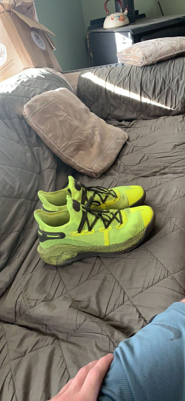 Curry 6 Coy Ponds size 12
