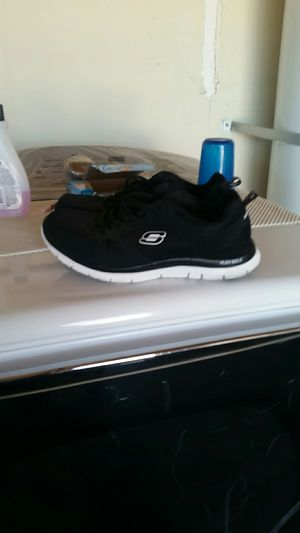 Size 10 black women Skechers fairly new for Sale in Victorville, CA