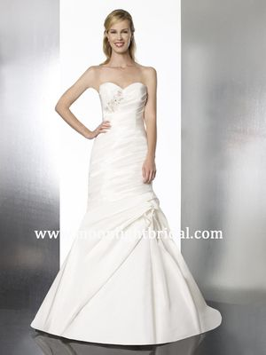 New Moonlight Tango Wedding Dress, Style T573, White, Size 14 for Sale in Denver, CO