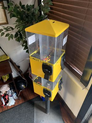 8 option CANDY DISPENSER .25 COIN OPERATED for Sale in Northumberland, PA