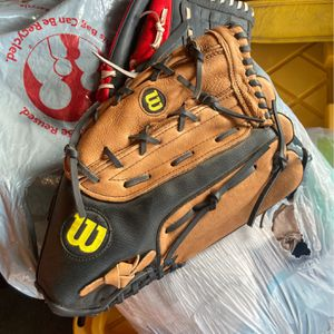 Wilson Softball Glove for Sale in Arvin, CA