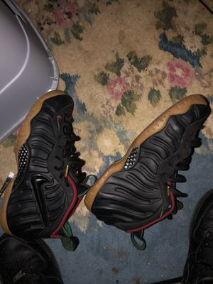 gucci foams size 9 7\10 condition for Sale in McKeesport, PA