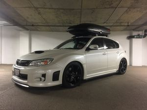 Yakima SkyBox 16 and Thule Aeroblade Crossbars for Sale in Denver, CO