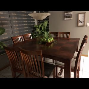 Kitchen Table w/ 8 Chairs Expandable for Sale in Orland Park, IL