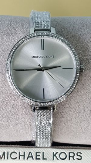 New Authentic Michael Kors Women's Silvertone Watch 🎁🎁🎁🎁 for Sale in Montebello, CA