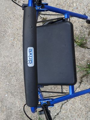 Drive Medical Four Wheel Rollator Rolling Walker with Fold Up for Sale in Baton Rouge, LA