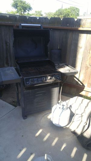 Propane grill with cover for Sale in Modesto, CA