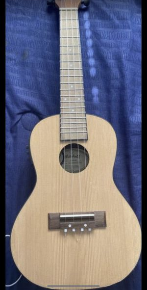 Concert ukulele built in tuner and case for Sale in Hawthorne, CA
