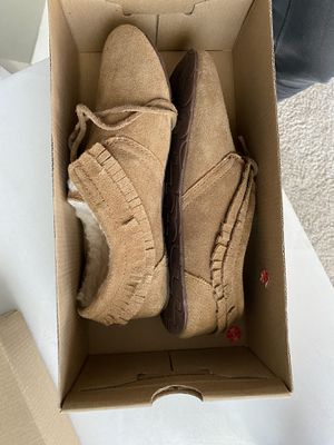 Ugg slippers size 6 for Sale in Broomfield, CO