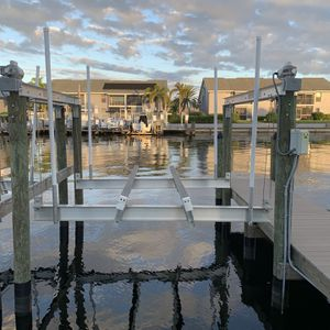 10,000 Lb Boat Lift Gem Box Included for Sale in Cape Coral, FL