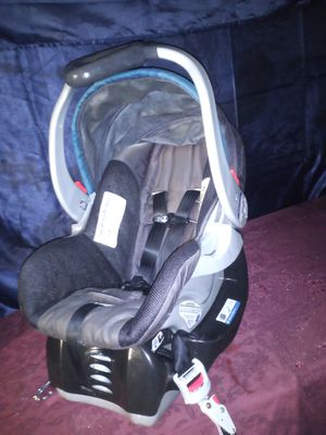 Babytrend infant car seat w canopy and base for Sale in Conroe, TX