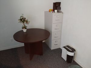 4' round table for Sale in Austin, TX