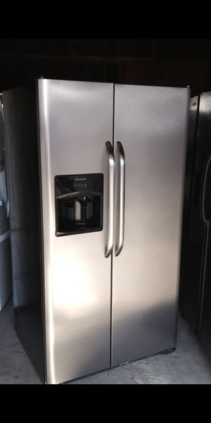 Frigidaire Stainless Steel Refrigerator for Sale in Bakersfield, CA