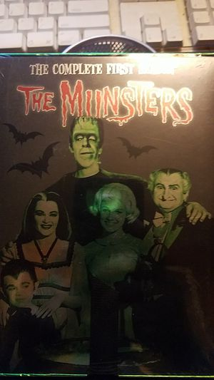 THE MUNSTERS DVD SET for Sale in Philadelphia, PA