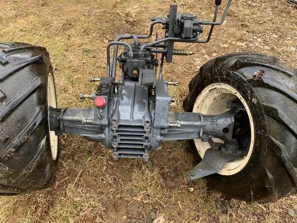 Kubota g1900 four-wheel steer tractor transmission and hydraulic pump