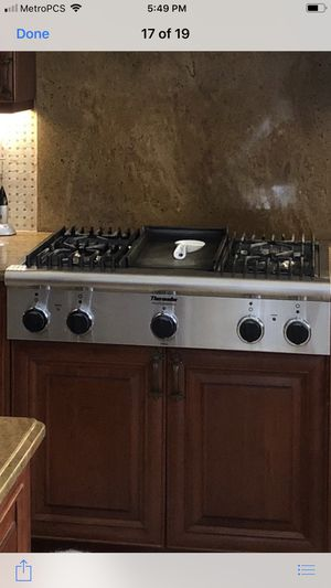 Nice thermador gas stovetop with air vent for Sale in Port St. Lucie, FL