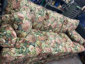 Nice floral sofa couch for Sale in Freedom, PA