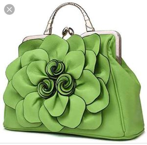 QIADUO 3D FLOWER CROSSBODY BAG for Sale in Smithville, MO
