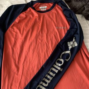 COLUMBIA LONG SLEEVE SIZE LARGE REGULAR FIT for Sale in San Jose, CA