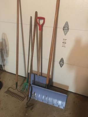 Grabing tools and showels for Sale in Roselle, IL