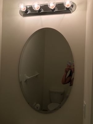 Brand new oval mirror with light fixture for Sale in Hialeah, FL