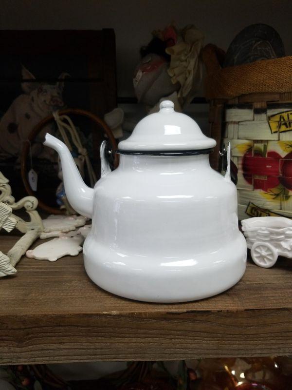 Enamel Teapot, Emailul