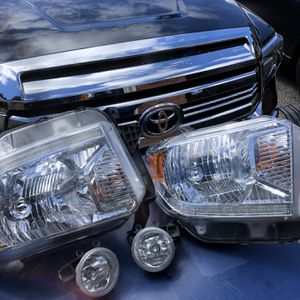 Toyota Tundra 2016 OEM Headlights & Fog Lights. I Upgrade To LED for Sale in Redmond, WA