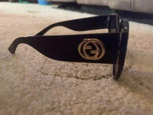 LIKE NEW BLACK GUCCI SUNGLASSES for Sale in Parma, OH