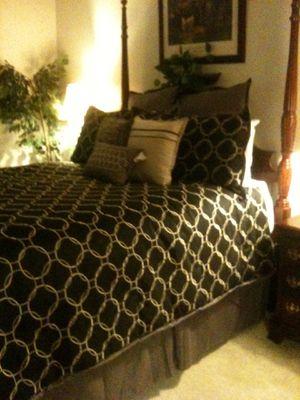 Luxury Queen Size High Post Bed Frame for Sale in Ellenwood, GA