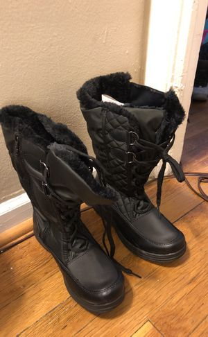 Brand New Women 7 1/2 Totes Snow Boots. Never worn!!! for Sale in Washington, DC