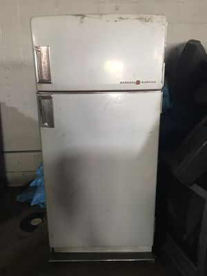 Vintage refrigerator works perfectly for Sale in Pittsburgh, PA