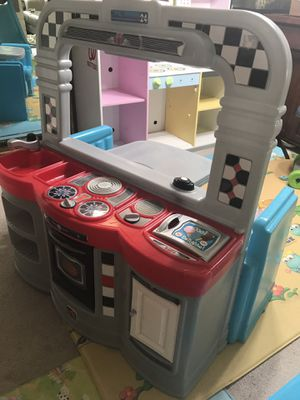 Kid's dining + kitchen table for Sale in Clifton, VA