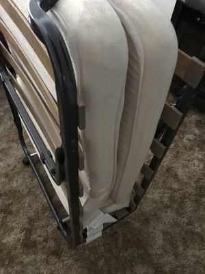 Twin size roll out bed for Sale in Peoria, IL