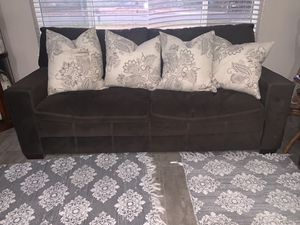Almost new- brown couch for Sale in Fresno, CA