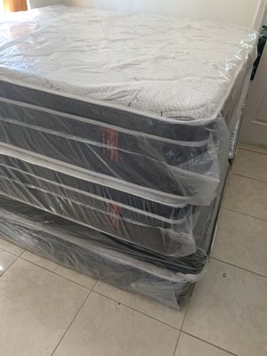 New king pillow top or memory foam mattresses and box springs DELIVERY AVAILABLE for Sale in Hollywood, FL