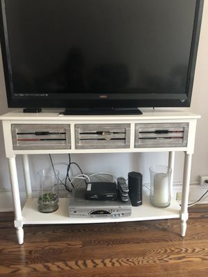 TV console / hallway entry table for sale! Moving in a week and must go! Pristine condition. Pick up only! for Sale in Jersey City, NJ