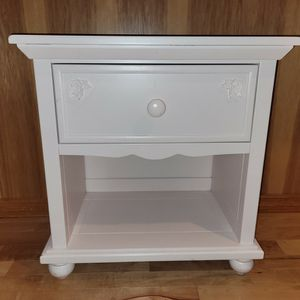 Light Pink Cafe Kid Night Stand 26 X 25 X 16 for Sale in Snohomish, WA
