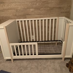 Crib & Toddler Bed With Cute Cubbies! for Sale in Orange, CA