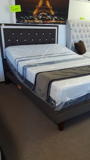 QUEEN SIZES ELECTRIC BED HEAD AND FOOT UP AND DOWN MOVEMENT WITH MEMORY FOAM GEL for Sale in Phoenix, AZ