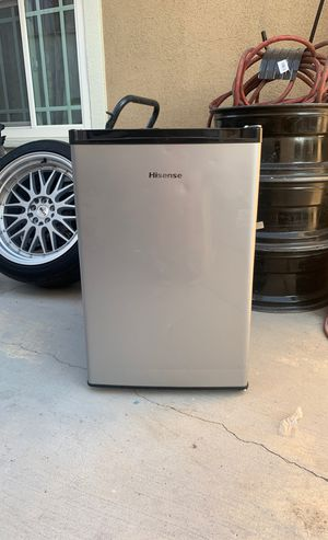 Hisense mini fridge for Sale in North Las Vegas, NV